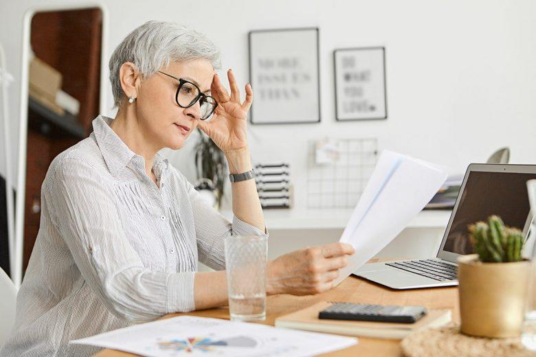 como-beneficia-a-las-personas-mayores-la-lectura-residencia-el-encinar